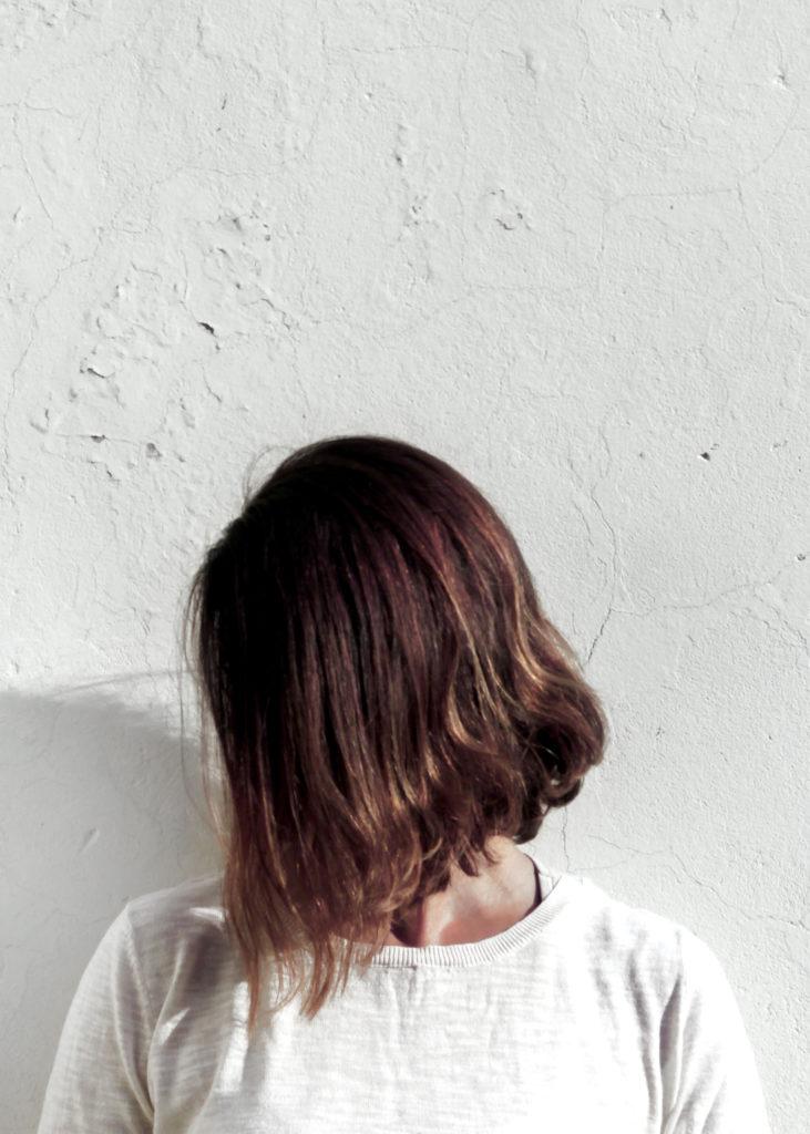 Um unreine Haut zu vermeiden, sollten Haarpflegeprodukte stets gründlich abgespült werden.