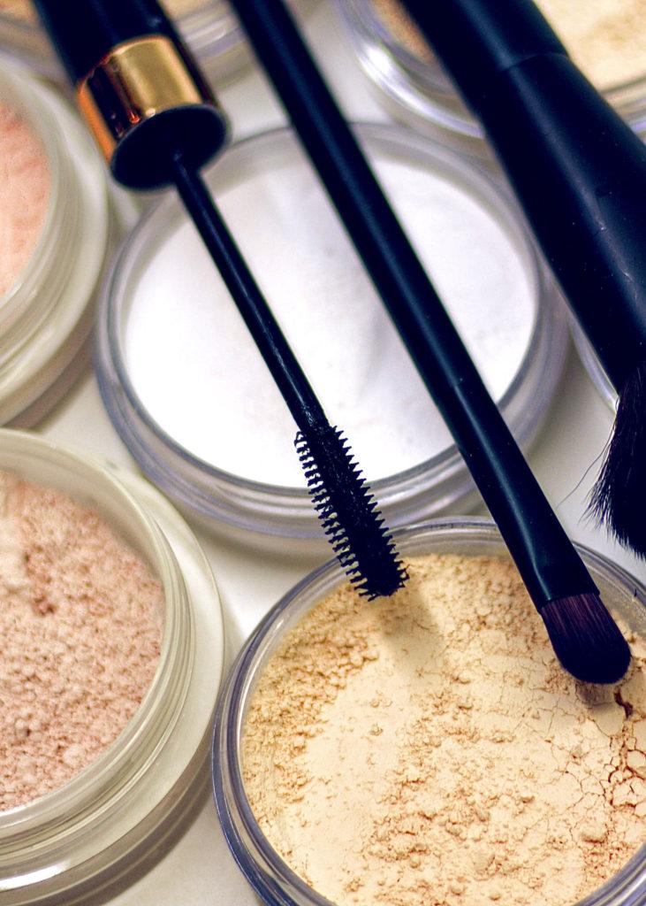 Makeup ist nicht per se schädlich für die Haut – kann aber unreine Haut begünstigen.